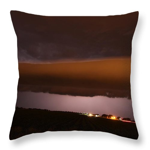 Stormscape Throw Pillow featuring the photograph Nebraska Roll Cloud A Cometh by NebraskaSC