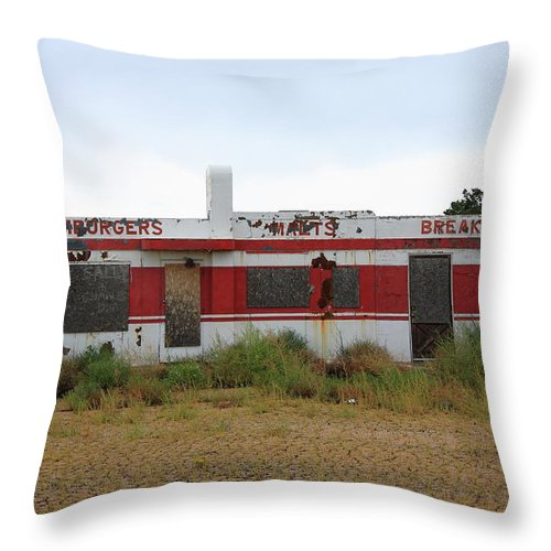 66 Throw Pillow featuring the photograph Route 66 Diner by Frank Romeo
