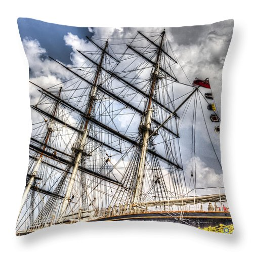Cutty Sark Throw Pillow featuring the photograph The Cutty Sark Greenwich by David Pyatt
