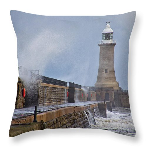 Tynemouth Throw Pillow featuring the photograph Tynemouth Pier by David Pringle