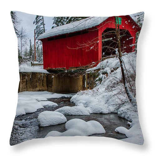 Covered Bridge Throw Pillow featuring the photograph Vermonts Moseley Covered Bridge by Jeff Folger