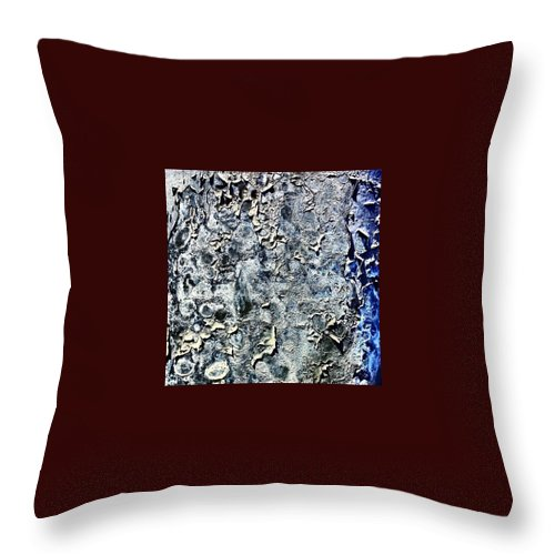 Beautiful Throw Pillow featuring the photograph Lamppost 3 by J Love