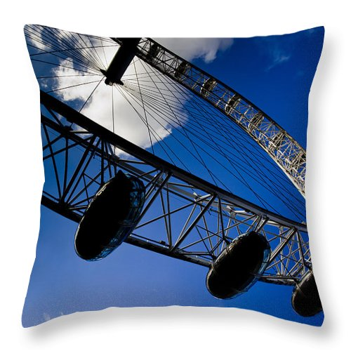 London Eye Throw Pillow featuring the photograph The London Eye by David Pyatt