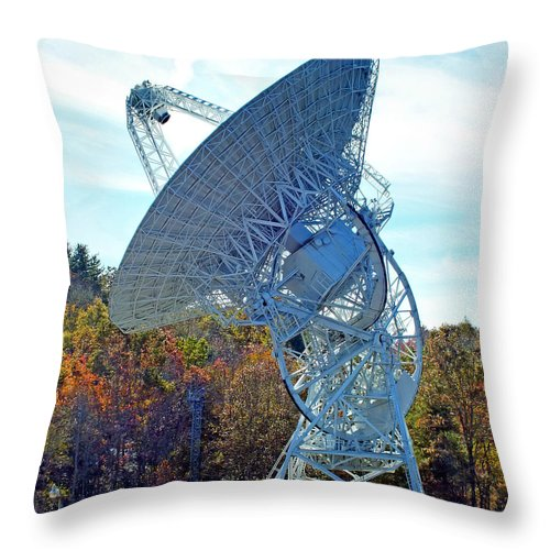 Duane Mccullough Throw Pillow featuring the photograph 26 West Antenna At Pari by Duane McCullough
