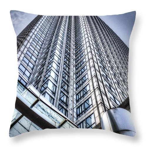 Canary Wharf Throw Pillow featuring the photograph Canary Wharf Tower by David Pyatt
