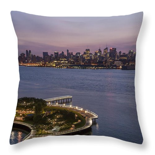 America Throw Pillow featuring the photograph Manhattan Sunrise by Richard Nowitz
