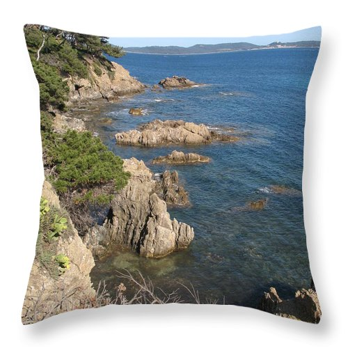 Peninsula Throw Pillow featuring the photograph Peninsula Gien by Christiane Schulze Art And Photography