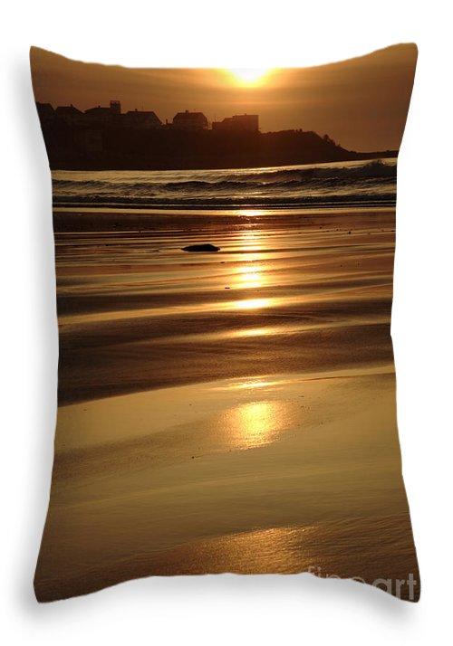 Atlantic Ocean Throw Pillow featuring the photograph Hampton Beach New Hampshire Usa by Erin Paul Donovan