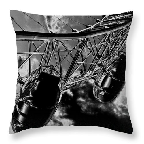 London Eye Throw Pillow featuring the digital art The London Eye Art by David Pyatt