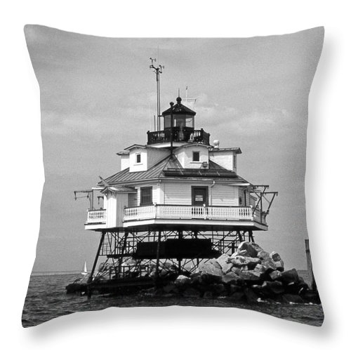 Lighthouses Throw Pillow featuring the photograph Thomas Point Shoal Lighthouse by Skip Willits