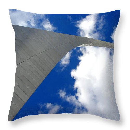 Saint Louis Arch Throw Pillow featuring the photograph Arch To The Sky by Kenny Glover
