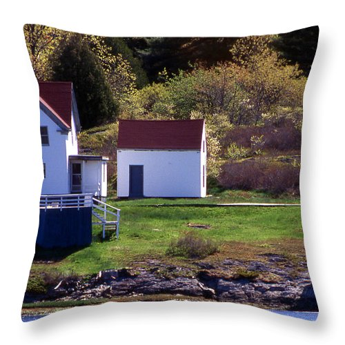 Lighthouses Throw Pillow featuring the photograph Squirrel Point Lighthouse by Skip Willits