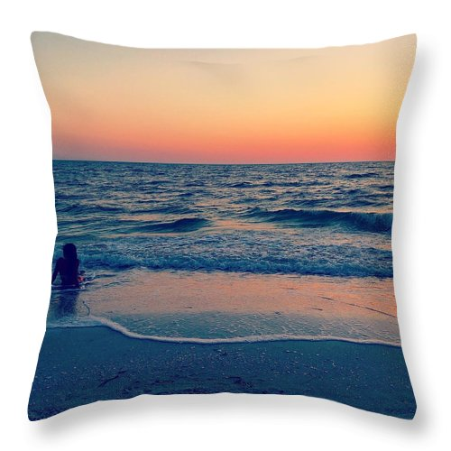 Beach Throw Pillow featuring the photograph A Moment To Remember by Melanie Moraga
