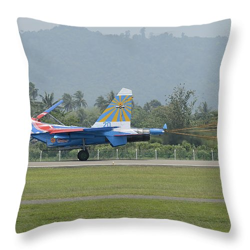 Horizontal Throw Pillow featuring the photograph A Sukhoi Su-27 Flanker Of The Russian by Remo Guidi