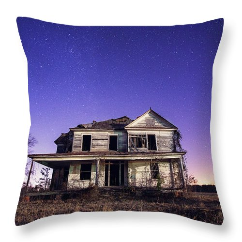 North Carolina Throw Pillow featuring the photograph Abandoned Rural Farmhouse by Malcolm Macgregor