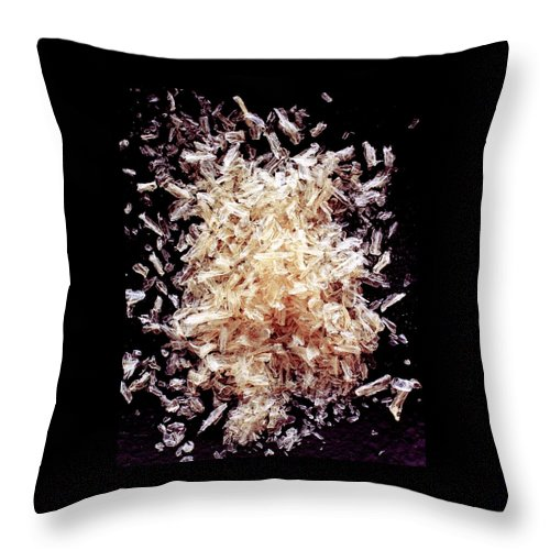 Cooking Throw Pillow featuring the photograph Agar by Romulo Yanes