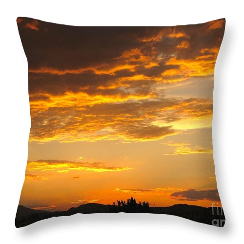 Beautiful Sunsets In Northern Nevada Throw Pillow featuring the photograph Amazing Sunset by Phyllis Kaltenbach