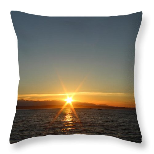 Seattle Throw Pillow featuring the photograph Another Day Down by Calazone's Flics