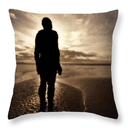 Antony Gormley Throw Pillow featuring the photograph Another Place Number Five by Meirion Matthias