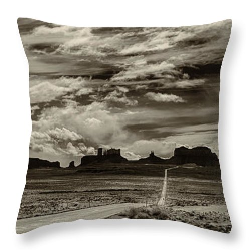 Monument Valley Ut Throw Pillow featuring the photograph Approaching Monument Valley by Ron White