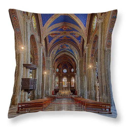 Basilica Throw Pillow featuring the photograph Basilica Di Santa Maria Sopra Minerva by Uri Baruch