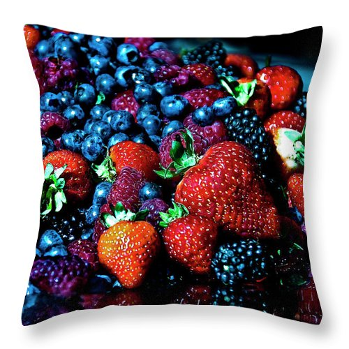 Serving Dish Throw Pillow featuring the photograph Berrylicious by Daniela White Images