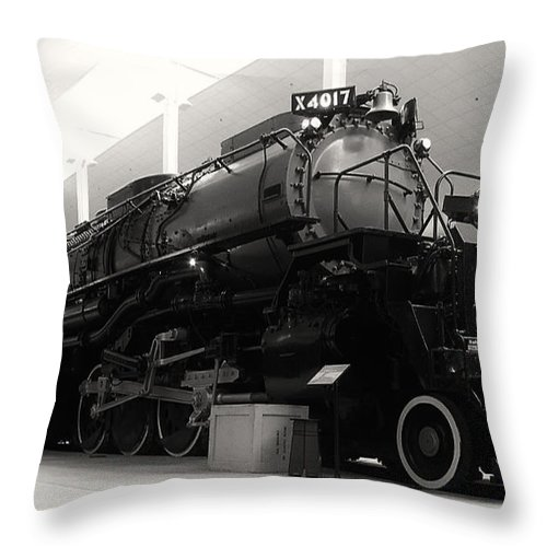 Big Boy Locomotive 4017 Throw Pillow featuring the photograph Big Boy 4017 by Tommy Anderson