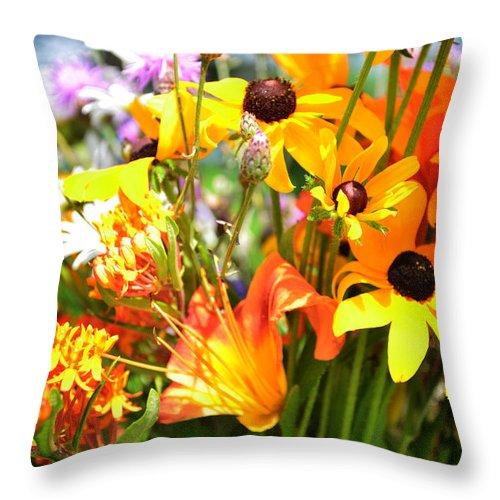Daisy Throw Pillow featuring the photograph Black Eyed Susan Bouquet by Lj Lambert