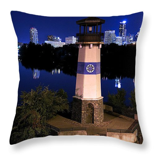 Boom Island Throw Pillow featuring the photograph Boom Island Light House by Craig Voth