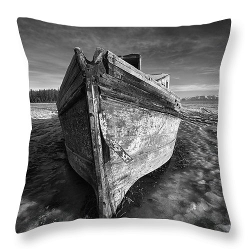 Clouds Throw Pillow featuring the photograph Bow Line by Ed Boudreau