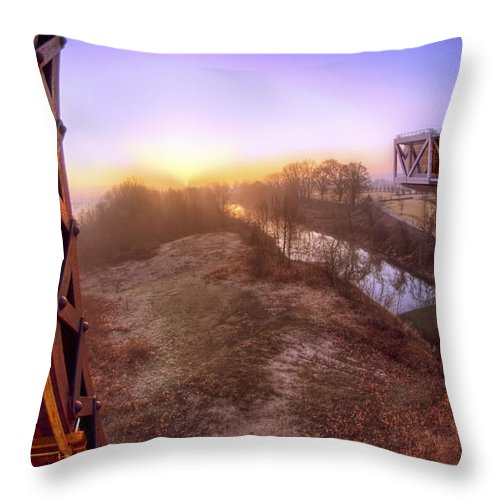 William Jefferson Clinton Presidential Library Throw Pillow featuring the photograph Bridge To The 21st Century - Clinton Presidential Library - Arkansas - Little Rock by Jason Politte