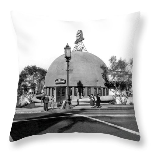1920's Throw Pillow featuring the photograph Brown Derby Restaurant by Underwood Archives