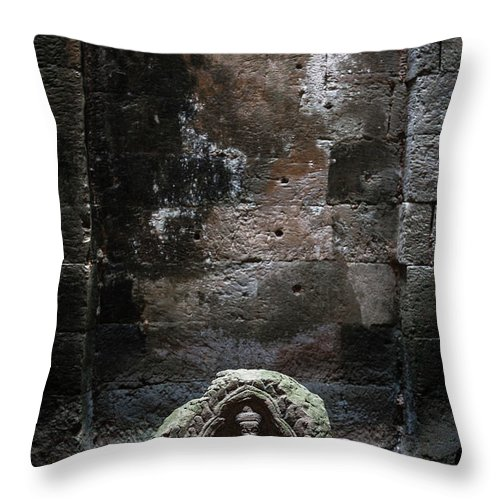 Tranquility Throw Pillow featuring the photograph Budha by Www.sergiodiaz.net