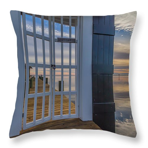 Sunset Throw Pillow featuring the photograph Can't Keep Out The Beauty by Brian Wright