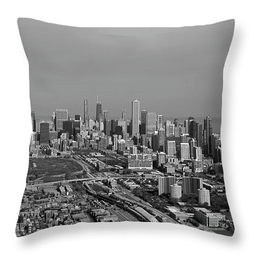 Black And White Throw Pillow featuring the photograph Chicago Looking North 01 Black And White by Thomas Woolworth