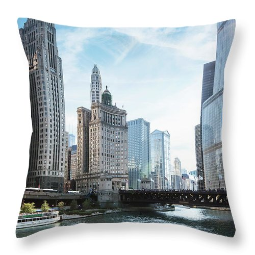 Wake Throw Pillow featuring the photograph Chicago River by Bjarte Rettedal