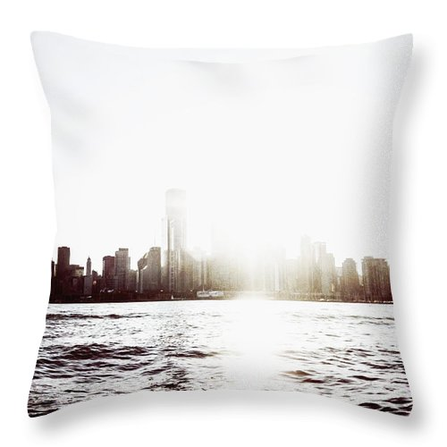 America Throw Pillow featuring the photograph Chicago Skyline II by Margie Hurwich