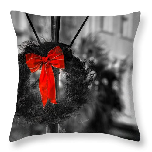 South Throw Pillow featuring the photograph Christmas Wreath In Charleston by Andrew Crispi