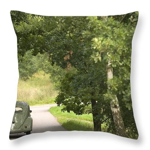 Automobil Throw Pillow featuring the photograph Classic Beetle 1 by Stefan Bau