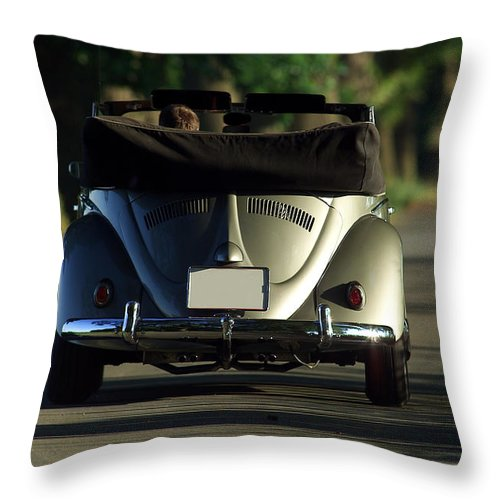 Automobil Throw Pillow featuring the photograph Classic Beetle 5 by Stefan Bau