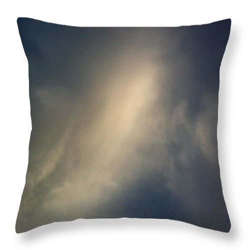 Cloud Throw Pillow featuring the photograph Cloud 9398 by Don Spenner