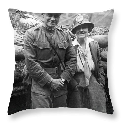 15th Infantry Regiment Throw Pillow featuring the photograph Col. Hayward And Sculptor by Underwood Archives