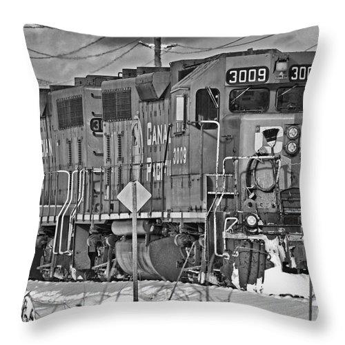 Trains Throw Pillow featuring the photograph Cp Rail Train Bwtr9099-12 by Randy Harris
