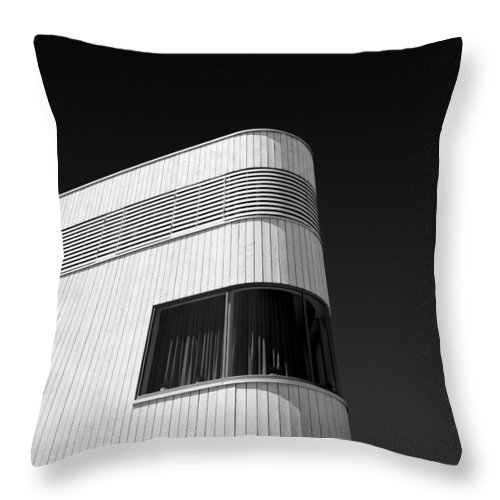 Modern Homes Throw Pillow featuring the photograph Curved Window by Dave Bowman