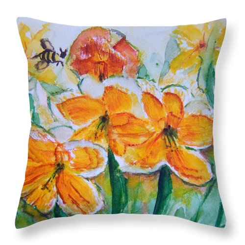 Daffoldils Throw Pillow featuring the painting Daffies by Elaine Duras