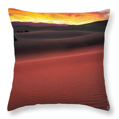 America Throw Pillow featuring the photograph Death Valley Sunrise by Inge Johnsson