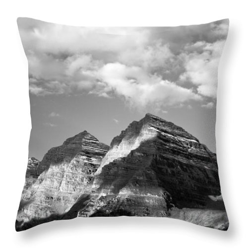 Maroon Throw Pillow featuring the photograph Ding Dong by Dawn Morrow