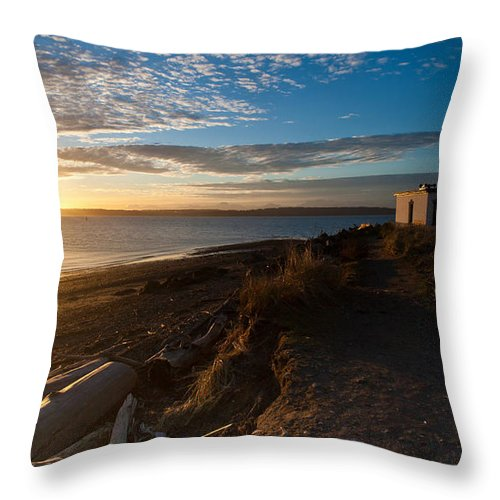 Discovery Park Throw Pillow featuring the photograph Discovery Park Lighthouse Sunset by Mike Reid