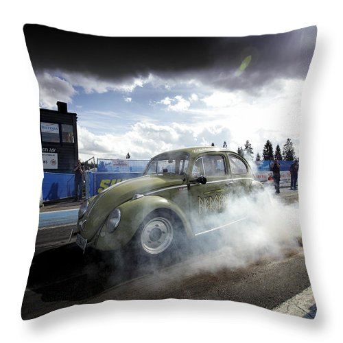 1/4 Mile Throw Pillow featuring the photograph Drag Racing 1 by Stefan Bau