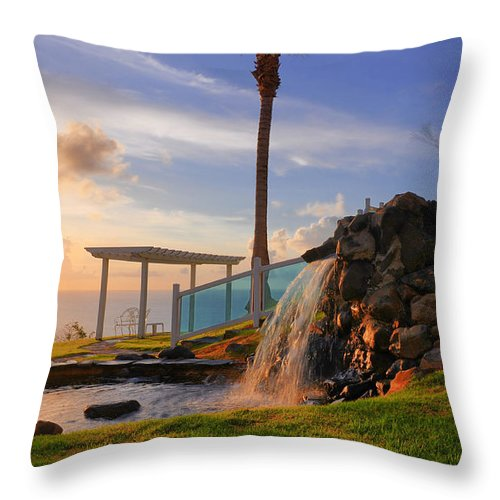 El Conquistador Throw Pillow featuring the photograph Early To Rise by Geoffrey Bolte
